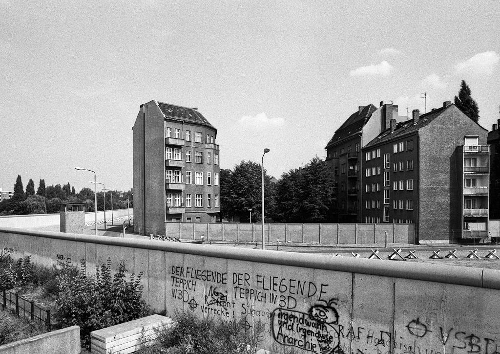 Blick vom West Berlin auf die Berliner Mauer
